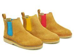 Tienda online de calzado infantil Okaaspain. Calidad al mejor precio fabricado en España. Botín en serraje con elástico neon.
