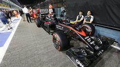 McLaren MP4-30 and team mechanics at Formula One World Championship, Rd13, Singapore Grand Prix, Preparations, Marina Bay Street Circuit, Singapore, Thursday 17 September 2015. © Sutton Motorsport Images