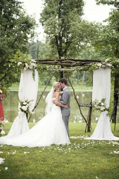 Outdoor wedding ceremony  Love the arch & decor