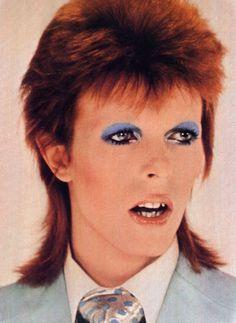 David Bowie from Life On Mars video (backstage photo) Angela Bowie, David Bowie Makeup, David Jones, Bowie Life On Mars, Duncan Jones, 90s Pop Culture, David Bowie Ziggy, Bowie Starman, Aladdin Sane