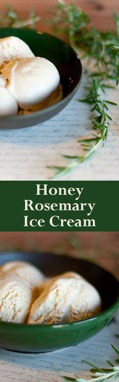 Honing Rosemarijn roomijs,  geserveerd met in rode wijn en rozemarijn gepocheerde peren