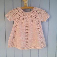 Seraphina Sweater And Dress - English - Diy Crafts - hadido Girls Knitted Dress, Knit Baby Dress, Knitted Baby Clothes, Knitting For Kids, Baby Knitting Patterns, Baby Patterns, Baby Girl Dress Patterns, Diy Dress, Kids Fashion