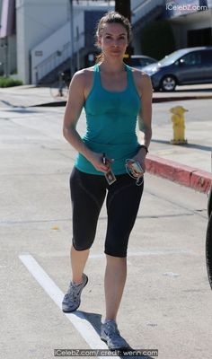 Whitney Cummings Exits her gym wearing tights and carrying an iPod http://icelebz.com/events/whitney_cummings_exits_her_gym_wearing_tights_and_carrying_an_ipod/photo1.html