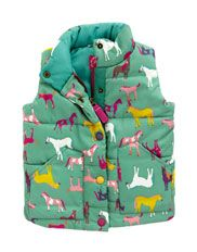 Jnr Marsha Girls Gilet    A classic country gilet with a little twist. Perfect for outdoor adventures to be enjoyed in warmth and comfort.  Our Price £34.95  #joulesofmarketharborough #joules