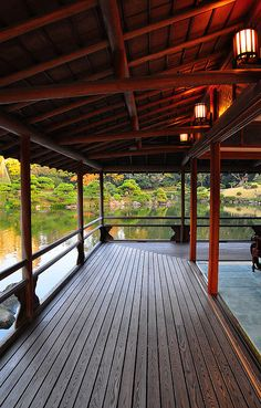 Oh wow... I can see myself there. What a place to sit... and well, just sit. Japan