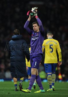 Szczesny Salutes Fans After Match vs Manchester United 2013-2014.