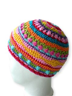 crafts for spring : colorful hat, crochet pattern Crochet Kids Hats, Crochet Beanie Hat, Beanie Pattern, Crochet Crafts, Knitted Hats, Crochet Projects, Bonnet Crochet, Crochet Cap, Beanie Babies