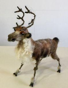 Reno, reno fieltrado, reno de lana, escultura reno, figura reno, muñeco reno, adorno reno, animal fieltrado, animal de lana, animal invierno de Wonderwoolart en Etsy