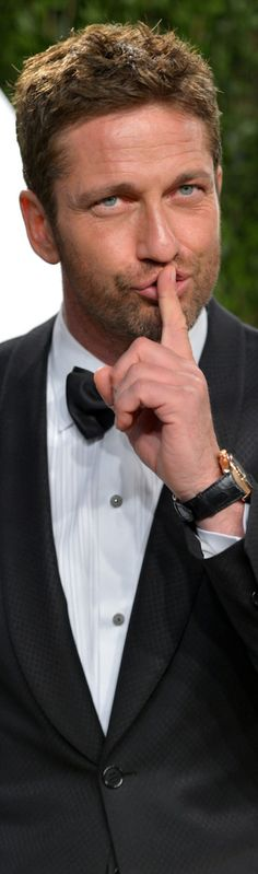 Gerard Butler ~well dressed and handsome as ever! Gerard Butler, Cristian Gray, Gorgeous Men, Beautiful People, The Ghostbusters, Raining Men, Madame, Good Looking Men, Famous Faces