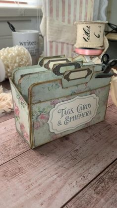 Print & craft this pretty box to store your tags, cards & ephemera. From My Porch Prints. Book Crafts, Crafts To Do, Paper Crafts, Diy Crafts, Upcycled Crafts, Neli Quilling, Quilled Roses, Quilling Comb, Vintage Crafts