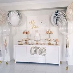 I absolutely love this simple and easy set up of a swan princess party. Styling by the very talented @_natashaxx Featuring our classic confetti and tassle balloon, feather stuffed bubbles and giant limited edition marble balloons #swanprincess #trending #balloonsmelbourne