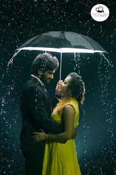 Indian couples are going crazy over pre-wedding photography trends. so, we would love to share some great trending pre-wedding photo shoot ideas. Indian Wedding Couple Photography, Wedding Couple Photos, Couple Photography Poses, Wedding Couples, Best Couple Photos, Indian Wedding Photos, Photography Camera, Wedding Groom, Wedding Card