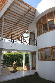 Diseño y construcción de la Casa Calvo ubicada en el municipio del Carmen de Apicalá en el departamento del Tolima por Zuarq Arquitectos. Pergola, Bamboo, Exterior, Outdoor Structures, Architecture, Outdoor Decor, House, Woods, Garden Ideas