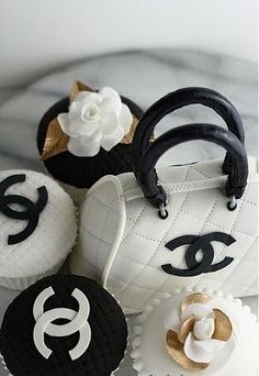 These are Absolutely To Die For!! Chocolate Cupcakes with Chanel Design.. I Love Them!