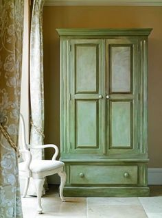 Creating Color Washes with Annie Sloan Chalk Paint. Brocante Home Collection Paintbrush and Pearls: Creating Color Washes Make Chalk Paint, Chalk Paint Colors, Chalk Paint Projects, Milk Paint, Chalk Painting, Paint Ideas, Painting Tips, Chalk Talk, Diy Projects