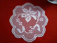 / Crochet Flower Tutorial, Crochet Doily Patterns, Thread Crochet, Crochet Doilies, Knit Patterns, Crochet Flowers, Fillet Crochet, Crochet Tablecloth, Beautiful Crochet