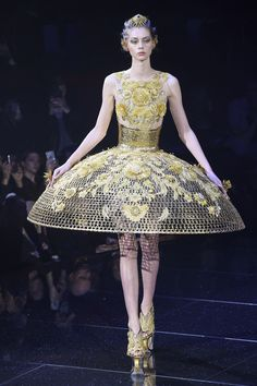 Guo Pei Spring 2018 Couture Fashion Show Collection