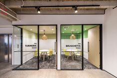 Office Tour: My Food Bag Offices – Auckland - 会議室 - Design Corporate Office Design, Office Space Design, Modern Office Design, Office Interior Design, Office Interiors, Home Interior, Office Designs, Corporate Offices, Office Ideas