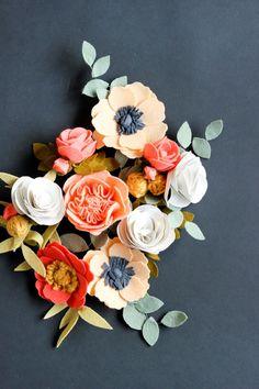 Diy Crafts Ideas Felt Flowers // Delia Creates -Read More – Felt Flowers, Diy Flowers, Fabric Flowers, Paper Flowers, Felt Flower Diy, Wedding Flowers, Crochet Flowers, Felt Diy, Felt Crafts
