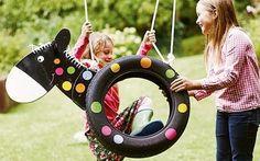 Der Hit im Garten! Mit dieser Pony-Schaukel aus einem alten Autoreifen werden Deine Kinder noch lieber draußen spielen.