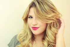 Descubra quais são os secadores de cabelo favoritos das blogueiras. Os melhores secadores de cabelo recomendados por top bloggers como Niina Secrets e Lia Carmago.