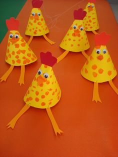 Cone-shaped crafts for preschool kids Here are cone-shaped crafts for kindergarten and toddlers. First, read this story to kids and make a cone-shaped craft with them. Kindergarten Crafts, Preschool, Diy And Crafts, Arts And Crafts, Chicken Crafts, Diy Ostern, Shape Crafts, Easter Crafts For Kids, Animal Crafts