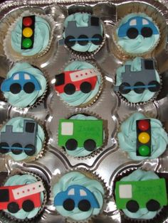 Transportation cupcakes.  Cute stop light and cars