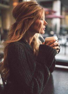 Ne jamais sous-estimer le charme d'une chevelure à moitié attachée... - http://bit.ly/1jBf43S Tags : Coupes de cheveux - Tendances de Mode