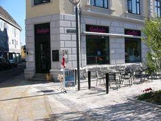 Butikslokale til leje på Slotsgade 16, 9000 Aalborg. Cafe/butik i Aalborg  Bedste beliggenhed i Aalborg m/udeservering. Ved nyanlagt Gabels Torv omkranset af butikcenter Friis og Føtex.Areal:100 m²  Årlig leje pr. m²:1.920 kr.  Årlig leje:192.000 kr.