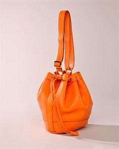 Orange Hermes ~ WoW Have NOT seen this one! SOOOOO much more affordable than the BERKIN BAG~<3 it !