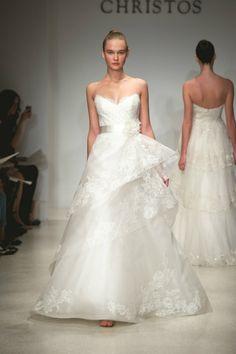 Необычное свадебное платье от Christos