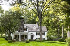 Schafer Architecture and Design white clapboard traditional New England home with stone chimney New England Farmhouse, New England Cottage, Colonial Style Homes, New England Homes, Cafe Design, Patio Design, Interior Design, Home Decor Styles, Farmhouse Style