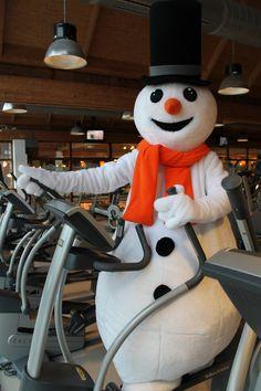Welkom allemaal in mijn Snowparadijs! Ik begin vandaag in de fitness in de sportschool! Een aantal kilo eraf kan geen kwaad. Misschien kom ik dan nog hoger op de schans!
