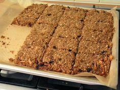 Havermout koek zonder suiker en eieren. Voeg als extra twee geraspte appeltjes toe!
