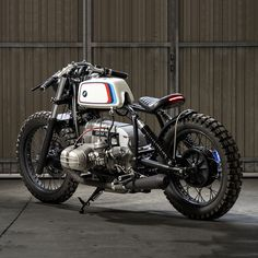 BMW custom specialists CRD Motorcycles (Cafe Racer Dreams) have rolled out of their Madrid-based workshop, their latest masterpiece, a spectacular BMW conversion. CRD is an 1984 BMW that was stripped, giving the bike a minimal look and s Bmw Scrambler, Motos Bmw, Bmw Cafe Racer, Estilo Cafe Racer, Bike Bmw, Moto Bike, Cool Motorcycles, Motorcycle Bike, Bmw Boxer