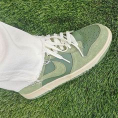Dr Shoes, Swag Shoes, Hype Shoes, Me Too Shoes, Mint Green Aesthetic, Aesthetic Shoes, Fresh Shoes, Pretty Shoes, Mode Outfits