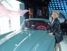Mercedes... Belle voiture.