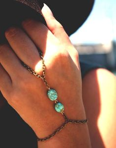 Chain Linked Hand Jewelry | We've always wanted to make something like this. #DiyReady www.diyready.com Please see and pin to your broad if you like this. #FashionJewelry
