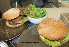 Restaurant review #34 – This was our second visit to vegan restaurant Vegaverso in Leuven, which opened only a couple of months ago. We already blogged about Vegaverso here, and in that blog …