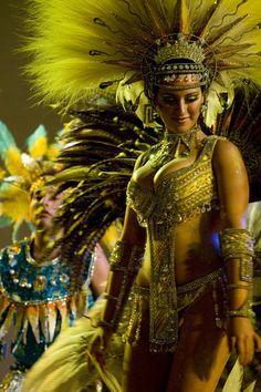 carnaval, love this photo! Carnival Dancers, Carnival Girl, Brazil Carnival, Carnival Outfit Carribean, Caribbean Carnival Costumes, Samba Rio, Samba Dance, Rio Festival, Carnival Festival