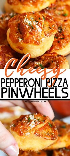 Pepperoni Pizza Pinwheels Cheesy Pepperoni Pizza Pinwheels are the perfect game day snack. With only a handful of ingredients to make, they are great for any party!Cheesy Pepperoni Pizza Pinwheels are the perfect game day snack. Yummy Appetizers, Appetizer Recipes, Dinner Recipes, Snack Recipes, Top Recipes, Cooking Recipes, Healthy Recipes, Pizza Recipes, Amazing Recipes
