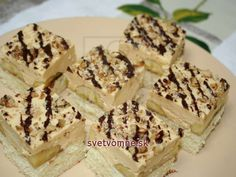 Recipe for delicious dessert with banana and caramel filling. Recipe for delicious dessert with banana and caramel filling. Banana Dessert Recipes, Köstliche Desserts, Delicious Desserts, Creamed Eggs, Baking Tins, Something Sweet, Yummy Cakes, Sweet Tooth, Sweets
