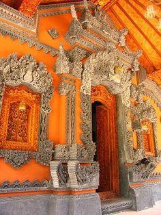 Doorway in Lembongan Island, Bali, Indonesia Jakarta, Beautiful Buildings, Beautiful Places, The Places Youll Go, Places To Go, Lembongan Island, Balinese, Happy Colors, Doorway
