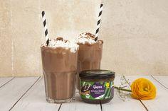 Sweet dreams are made of this.... Dieser Schoko-Kokos-Shake lässt alle Träume wahr werden! Dank unserer Bio Veganz Schoko-Kokos Creme wirst du in den siebten Schokohimmel geführt und dabei schwebst du ganz locker auf einer veganen Sojacreme-Wolke. Wunderbar schokoladig! Unser Rezept findet ihr auf: https://veganz.de/de/rezept/schoko-kokos-shake/