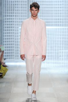 Lacoste's Spring/Summer 2014 Menswear Collection is pretty in pink, navy blue, white, and deep green for the fella who doesn't mind attracting the preppy Lacoste, Diana Vreeland, Men's Collection, Look Fashion, Get The Look, Pretty In Pink, Spring Summer, Summer 2014, Preppy
