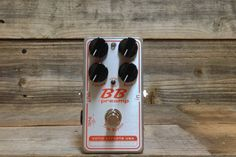 Xotic Effects and Andy Timmons partnered to recreated the original BB to what is now know as the Andy Timmons signature model BB-AT. Selling a total of 2,000 of this model in less than 7 days, it was clear the original design was still sought after. Borrowing from the compression selection of the AC-Comp, the Xotic Effects Custom Shop introduces the BBP-COMP. Users will have the ability to choose, standard compression, more compression and no compression. The new BBP-COMP rolls two iconic…