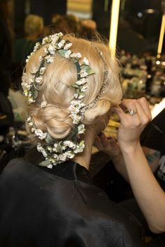 Up, down or edgy: nine different hairstyles for your wedding day gallery - Vogue Australia - The best bridal hair from backstage at the spring/summer shows: At Dolce and Gabbana. Summer Hairstyles, Braided Hairstyles, Wedding Hairstyles, Flower Braids, Hair Styles 2014, Different Hairstyles, Tips Belleza, Bridal Beauty, Fashion Week