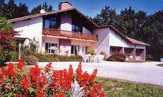 Maison d'hôtes à vendre en Aquitaine (Gaillan en Médoc, Gironde). Elle est située au bord d'une route très calme, sans aucun vis à vis, toute proche de toutes les commodités de la petite vil...
