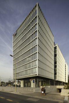 Edificio de Oficinas Lo Fontecilla / + arquitect. Image Cortesía de Bming