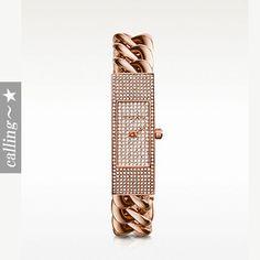 セレブ愛用者多数☆Michael Kors☆ Ladies Watch ステンレススティールケースにステンレススティールブレスレットの組み合わせの腕時計 ゴールドストーンが綺麗なアイテムです